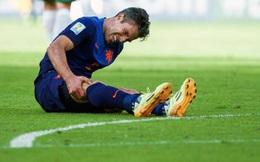 Dính chấn thương như Ibrahimovic, Robin van Persie sẽ phải giải nghệ sớm?
