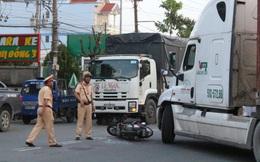 15 phút, hai vụ tai nạn nghiêm trọng khiến 2 cặp mẹ con bị xe container và xe tải kéo lê
