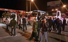 50 xe khách phản đối chuyển tuyến ở Hà Nội bị cẩu đi trong đêm