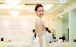 Hoa khôi Khánh Ngân tái xuất tự tin sau đăng quang