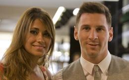 Sắp kí hợp đồng hậu hĩnh, Messi bỗng có hành động khó hiểu với các sếp lớn Barca