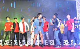 Miu Lê nhảy bốc lửa cùng 10 fan nam