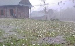 Nghệ An: Dông lốc bất ngờ kèm mưa đá, một phụ nữ ngồi trong nhà bị sét đánh trọng thương