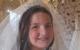 Bố mẹ yêu cầu hai cô con gái 8 và 12 tuổi mặc váy cưới chụp ảnh vì một lý do sẽ khiến ta bật khóc