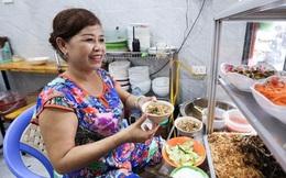 Chớm thu, ghé ăn miến lươn 30 năm tuổi trên phố cổ, quán chưa đến 10m2 mà mỗi ngày hết veo 2 tạ