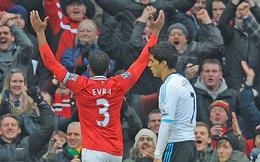 Rio Ferdinand: Evra, nghe đồn cậu về Man United à?