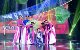 Phi Thanh Vân ngã quỵ trên sân khấu khi đang hát