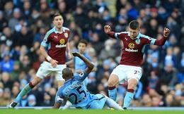 """Cận cảnh pha """"ăn chân"""" ghê rợn khiến sao Man City bị đuổi khỏi sân"""