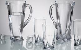 Làm sạch ly thủy tinh lúc nào cũng trông y như mới, tưởng khó mà dễ