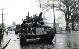 """Anh lính tăng khó xử ở Đà Nẵng: """"Tại nó cứ hỏi là anh em mình có bị xích chân trong xe không"""""""