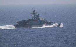 Tàu Iran chĩa thẳng laser vào tàu, trực thăng Mỹ