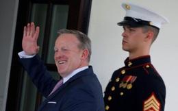 """""""Bất mãn"""" với việc bổ nhiệm, phát ngôn viên Nhà Trắng đột ngột từ chức"""