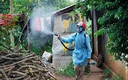 Đi phun thuốc muỗi, cán bộ y tế bị đấm rách miệng