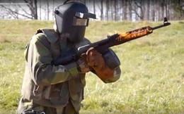 """Màn """"tra tấn"""" súng AK và M4A1 theo cách điên rồ nhất, AK vô địch"""