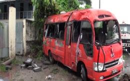 Xe khách mất lái, 2 người chết, 10 người bị thương
