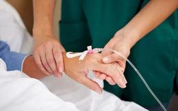 Chuyên gia cảnh báo: Lạm dụng truyền dịch trong điều trị, lợi bất cập hại