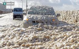 Siêu bão Ophelia xuất hiện, kích hoạt hiện tượng dị thường bao trùm kín thị trấn ở Anh