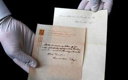Mẩu giấy viết tay ghi lại Thuyết Hạnh Phúc mà Einstein tặng cho người đưa thư ở Nhật đã bán được 1,8 triệu USD