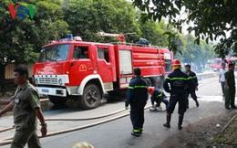 Cháy xưởng sản xuất thảm lót chân, công nhân hốt hoảng