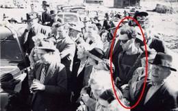 Sự thực phía sau bức ảnh xuyên không nổi tiếng: Mặc áo thể thao, đeo kính râm, cầm máy ảnh cơ vào năm 1941!