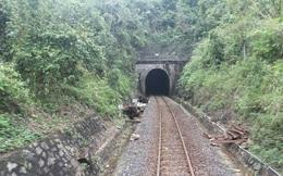 Tắc tàu tuyến Bắc - Nam sau bão số 12: Tại sao kinh phí duy tu, gia cố đường sắt nhỏ giọt?