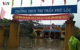 Nước lũ dâng cao, Thừa Thiên-Huế cấm đi lại thăm hỏi thầy cô giáo