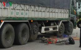 Va chạm với xe tải, hai học sinh thương vong