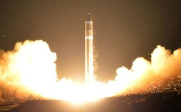 """Tên lửa Hwasong-15: """"Gáo nước lạnh"""" vào những hoài nghi tiềm lực tên lửa Triều Tiên"""