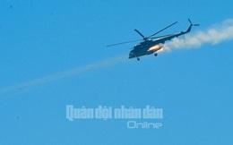 Trực thăng vũ trang, phản lực chiến đấu đồng loạt bắn, ném bom, tiêu diệt mục tiêu mặt đất