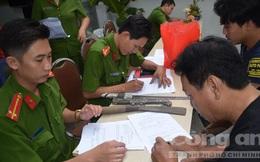 Dân Sài Gòn mang dao kiếm, mã tấu đi đổi quà Tết