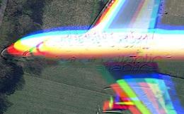 Hình ảnh hiếm có: bằng vệ tinh, Google Maps chụp được cảnh một chiếc máy bay đang lơ lửng giữa trời