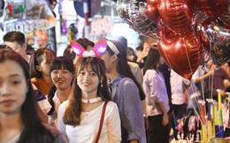 Người dân chen chân đón Trung thu trên phố cổ Hà Nội