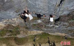 Treo người trên vách núi cao 100 mét để chụp ảnh cưới