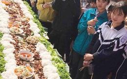 Chưa từng có: Tiệc tất niên với suất bún chả dài... 6 mét của học sinh Bắc Giang
