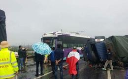 Xe khách và 2 xe tải tông nhau liên hoàn trên quốc lộ