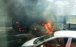 Xe khách bốc cháy trên cao tốc Trung Lương, hàng chục hành khách hoảng loạn