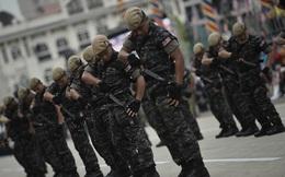 Tàu chở lính biệt kích Malaysia đột ngột phát nổ, 8 người bị thương