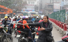 Bà bán nước 10 năm tình nguyện ra đường giải toả ùn tắc giao thông