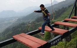 Trải nghiệm cảm giác thót tim trên cây cầu nguy hiểm nhất thế giới