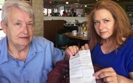 Một phụ nữ bất ngờ phát hiện lá thư kêu cứu bên trong chiếc túi mua ở Walmart