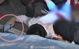 Trúng 3 nhát dao sau cuộc đụng độ, chàng trai 15 tuổi vẫn điềm tĩnh nằm sấp mặt trên đường lướt web