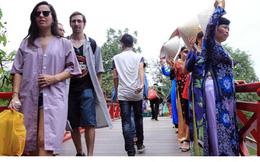 Cho mượn trang phục khi tham quan di tích: Lan tỏa hình ảnh đẹp
