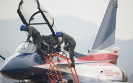 """Máy bay Trung Quốc lại """"chạm trán"""" máy bay Mỹ trên Biển Đông"""