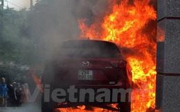 Phú Thọ: Đỗ cạnh đống rác vừa đốt, xe ôtô Mazda CX5 bị cháy rụi