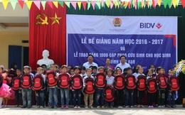 5.000 cặp phao cứu sinh BIDV tiếp tục đồng hành đến trường cùng học sinh vùng sông nước