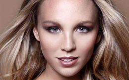 Mảng tối của ngành công nghiệp người mẫu qua lời kể của chân dài xinh đẹp nước Úc