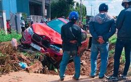 Xế hộp BMW đè bẹp xe máy, 1 người chết