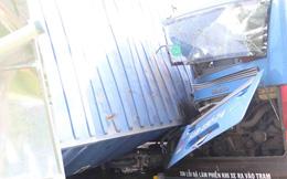 Tông liên hoàn trên xa lộ Hà Nội, khách xe buýt kêu cứu