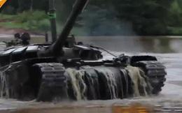 Ngoạn mục cảnh xe tăng T-72B3 Nga lặn dưới nước vượt sông