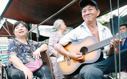 """Quán bánh xèo """"văn nghệ"""" với cô chủ có giọng ca ngọt lịm khiến bao thực khách Sài Gòn say mê"""